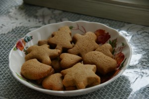 Tasty little gingerbread cookies.